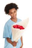 Le garçon de l'adolescence noir donne des fleurs images stock