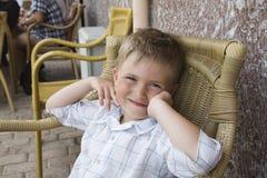 Le garçon de sourire Image libre de droits