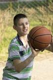 Le garçon et la boule photo libre de droits