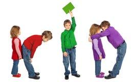 Le garçon et la fille effectuant le mot BADINENT, collage photographie stock libre de droits