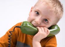 Le garçon et le téléphone Image libre de droits