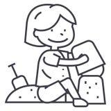 Le garçon jouant avec le sable sur la plage ou le bac à sable, l'omoplate et le seau dirigent la ligne icône, le signe, illustrat Image libre de droits