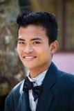 Le garçon philippin dans la cour d'école ont une boule de mascarade Photos libres de droits