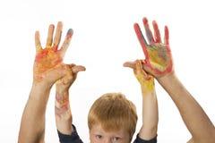 Le garçon retient les mains de son père Images libres de droits