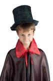 Le garçon s'est habillé comme le vampire pour la partie de Halloween Image stock
