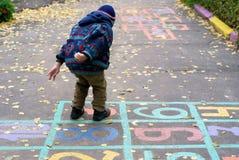 Le garçon saute extérieur Photos libres de droits