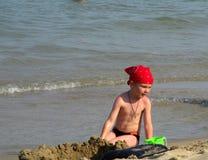 Le garçon sur la plage Photographie stock