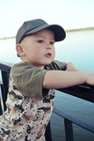 Le garçon sur la rivière Photos libres de droits