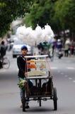 Le garçon sur le marché du Vietnam Photographie stock libre de droits