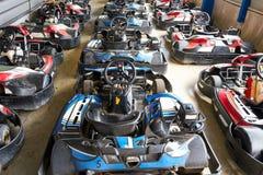 Le garage complètement de vont des karts image libre de droits