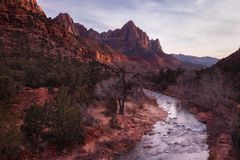Le gardien dans le coucher du soleil, Zion National Park Photos libres de droits