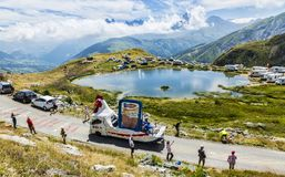 Le Gaulois Caravan in alpi - Tour de France 2015 Fotografia Stock