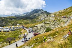 Le Gaulois Caravan in alpi - Tour de France 2015 Immagine Stock Libera da Diritti