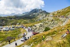 Le Gaulois Caravan en las montañas - Tour de France 2015 Imagen de archivo libre de regalías