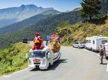 Le Gaulois Vehicle en las montañas de los Pirineos - Tour de France 2015 Imagen de archivo
