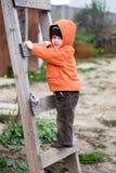 Le gentil enfant marche en haut Photo libre de droits