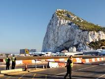 Le Gibraltar, avion sur la piste d'aéroport Photos libres de droits