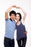 Le giovani coppie asiatiche fanno la forma del cuore Immagine Stock