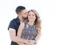 Le giovani coppie felici nell'amore hanno il romance e divertimento fuori nel summe Fotografia Stock Libera da Diritti