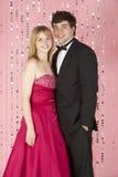 Le giovani coppie si sono vestite per il partito Fotografia Stock