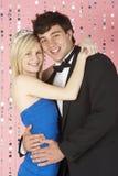 Le giovani coppie si sono vestite per il partito Immagini Stock Libere da Diritti