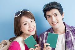 Le giovani coppie vanno viaggiare Fotografia Stock Libera da Diritti