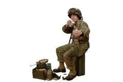 Le giovani manifestazioni del soldato americano è pronte immagine stock