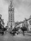 Le Giralda est la tour de cloche de la cathédrale de Séville dans Sevill Images stock