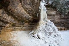Le givrage, Munising tombe, le Michigan, au bord du lac national décrit de roches Photographie stock