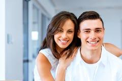 Le glade par som ser kameran arkivfoton