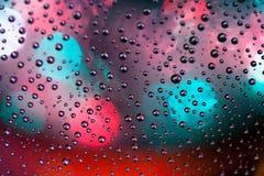 Le gocce astratte di struttura del fondo dell'acqua e dell'arte si accendono sui glas Immagine Stock