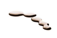 Le gocce di cioccolato scure liquide hanno isolato Fotografia Stock Libera da Diritti