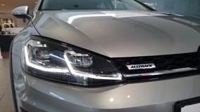 Le golf Alltrack de VW a mené le détail léger principal photographie stock libre de droits