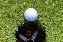 Le golf est un sport qui est populaire autour du monde et bon pour la santé photos stock