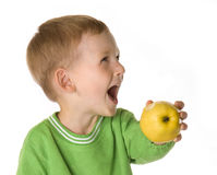 Le gosse avec une pomme (2) Photo stock