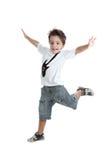 Le gosse sautant avec un T-shirt avec une guitare peinte Image stock
