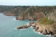Le Gouffre boven Petit Bot Baai, Guernsey Royalty-vrije Stock Fotografie