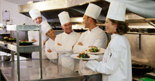 Le gourmet de cuisinier a un ordre de lecture banque de vidéos