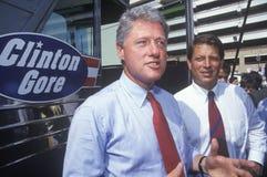 Le Gouverneur Bill Clinton et le sénateur Al Gore en tournée 1992 de campagne de Buscapade à San Antonio, le Texas Image stock
