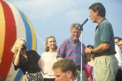 Le Gouverneur Bill Clinton et le sénateur Al Gore en tournée 1992 de campagne de Buscapade dans Youngstown, Ohio images stock