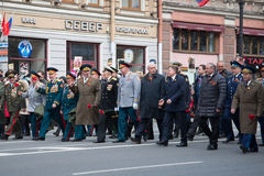 Le gouverneur de St Petersburg Georgy Sergeyevich Poltavchenko participe à la célébration de Victory Day Image libre de droits