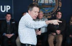 Le Gouverneur John Kasich de l'Ohio parle à Newmarket, NH, le 25 janvier 2016 Photos stock