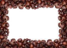 Grain de café rôti à l'arrière-plan blanc Photographie stock libre de droits
