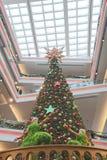 le grand arbre de Noël au mail Photographie stock
