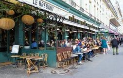 Le Grand Cafe Brebant es la cervecería legendaria y famosa situada en Grands Boulevards en París, Francia fotos de archivo