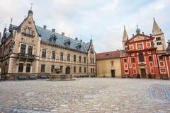 Le grand dos de St George dans le château de Prague image stock