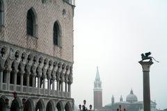 Le grand dos du repère de rue. Venise Image stock