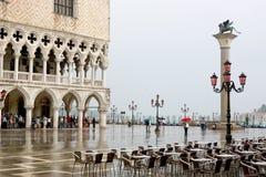Le grand dos, le Piazzetta et la pluie du repère de rue photographie stock libre de droits