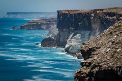 Le grand enfoncement australien au bord de la plaine de Nullarbor Photo stock