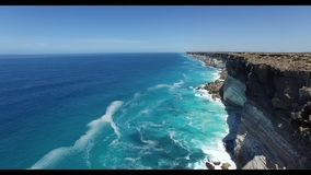 Le grand enfoncement australien au bord de la plaine de Nullarbor banque de vidéos